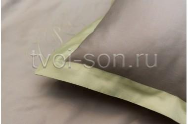 Комплект для детской кроватки с бортиками. Два вида вышивки.