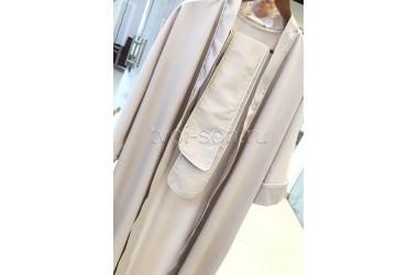 Женский халат из тенселя жемчужного цвета. Белая отделка.