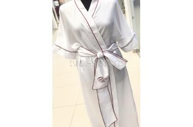 Халат из белоснежного тенселя, декор кантом и вышивкой.